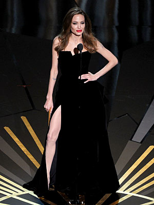 Angelina-jolie-leg